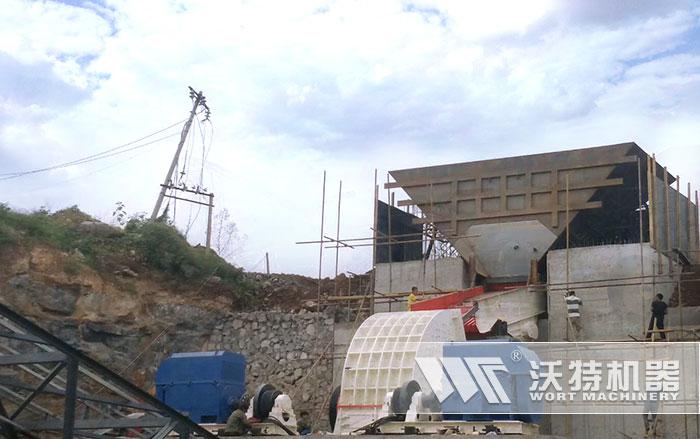 沃特厂家大型重锤碎石机用户安装现场
